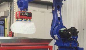 apilado sacos hielo robot  300x174 - Garra de vacío para apilado de sacos de hielo